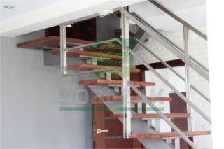 19s - schody na konstrukcji stalowej ze stali nierdzewnej